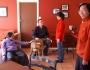 Anthony mit den Taiwanesinnen und Kramer, dem zweiten Hostelhund